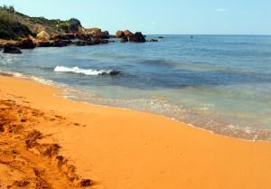 Ramla Bay - Gozo adasındaki en popüler kırmızı kumlu plajdır, buraya gitmenizi şiddetle tavsiye ederiz